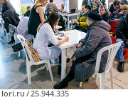 Врач за работой (2017 год). Редакционное фото, фотограф Сергей Тагиров / Фотобанк Лори