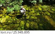 Купить «Fisherman fly fishing in river», видеоролик № 25945895, снято 18 июля 2019 г. (c) Wavebreak Media / Фотобанк Лори