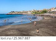 Купить «Черный вулканический песок на городском пляже Плая Фанабе (Playa Fanabe). Коста Адехе, Тенерифе, Канарские острова, Испания», фото № 25967887, снято 31 декабря 2015 г. (c) Кекяляйнен Андрей / Фотобанк Лори