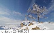 Купить «Зима. Скалы озера Байкал покрытые льдом и снегом», видеоролик № 25968051, снято 17 марта 2017 г. (c) Виталий Зверев / Фотобанк Лори