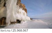 Купить «Зима. Скалы озера Байкал покрытые льдом и снегом», видеоролик № 25968067, снято 17 марта 2017 г. (c) Виталий Зверев / Фотобанк Лори
