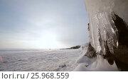 Купить «Зима. Скалы озера Байкал покрытые льдом и снегом», видеоролик № 25968559, снято 17 марта 2017 г. (c) Виталий Зверев / Фотобанк Лори