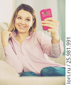 Купить «Woman checking her phone and taking selfies», фото № 25981991, снято 13 марта 2017 г. (c) Яков Филимонов / Фотобанк Лори