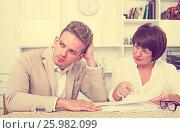 Attentive man consults at the familiar lawyer. Стоковое фото, фотограф Яков Филимонов / Фотобанк Лори