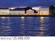 Купить «Университетская набережная и Нева ночью. Санкт-Петербург», фото № 25988939, снято 5 сентября 2016 г. (c) A Челмодеев / Фотобанк Лори