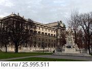 """Купить «Памятник Вольфгангу Амадею Моцарту в саду Burggarten (""""Бурггартен"""") в Вене, Австрия», фото № 25995511, снято 30 ноября 2012 г. (c) Free Wind / Фотобанк Лори"""