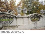 Каменная ограда парка в Белграде (Сербия), фото № 25997279, снято 3 ноября 2016 г. (c) Иванова Анастасия / Фотобанк Лори