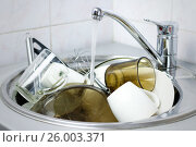 Купить «Many dirty dishes in the kitchen sink», фото № 26003371, снято 12 апреля 2017 г. (c) Виктория Кузьменкова / Фотобанк Лори