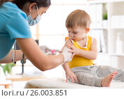 Купить «Doctor give injection to boy's arm», фото № 26003851, снято 10 марта 2017 г. (c) Оксана Кузьмина / Фотобанк Лори