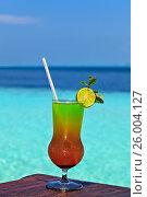 Купить «Glass of drink is on a beach table», фото № 26004127, снято 19 августа 2018 г. (c) М / Фотобанк Лори