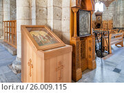 Купить «Внутри церкви Святого Великомученика Георгия в городе Лод (Лидда), Израиль», фото № 26009115, снято 13 мая 2014 г. (c) Александр Гаценко / Фотобанк Лори