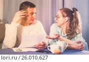 Купить «Couple struggling to pay bills», фото № 26010627, снято 18 марта 2017 г. (c) Яков Филимонов / Фотобанк Лори