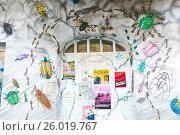 Купить «Раскрашенный вход в парадную дома, улица художников, Дюссельдорф, Германия», фото № 26019767, снято 27 января 2015 г. (c) Евгений Кашпирев / Фотобанк Лори