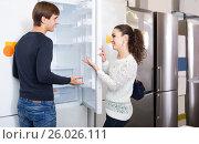 Купить «family couple choosing new refrigerator in hypermarket», фото № 26026111, снято 22 ноября 2018 г. (c) Яков Филимонов / Фотобанк Лори