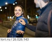 man flirting with smiling brunette woman in late evening. Стоковое фото, фотограф Яков Филимонов / Фотобанк Лори