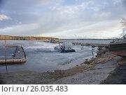 Катамаран, вмёрзший в лёд на Белоярском водохранилище. Стоковое фото, фотограф Светлана Попова / Фотобанк Лори