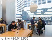 Купить «Apple Store Genius Bar, Hong Kong», фото № 26048935, снято 16 марта 2017 г. (c) Александр Подшивалов / Фотобанк Лори