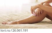 Купить «woman with epilator removing hair on legs at home», видеоролик № 26061191, снято 16 сентября 2019 г. (c) Syda Productions / Фотобанк Лори