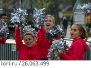 BERLIN - APRIL 02, 2017: The annual 37th Berlin Half Marathon. Athletes are running. Fans play the drums and dance. Редакционное фото, фотограф Sergey Kohl / Фотобанк Лори