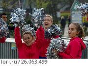 Купить «BERLIN - APRIL 02, 2017: The annual 37th Berlin Half Marathon. Athletes are running. Fans play the drums and dance.», фото № 26063499, снято 2 апреля 2017 г. (c) Sergey Kohl / Фотобанк Лори