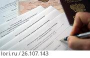 Купить «Заполнение листа регистрации собрания собственником помещения», фото № 26107143, снято 26 апреля 2017 г. (c) Ed_Z / Фотобанк Лори