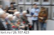 """Купить «Открытие выставки """"Память поколений"""" в Балашихинской картинной галерее, 2017 год, зам. начальника культуры Чернова М.А. произносит речь», эксклюзивный видеоролик № 26107423, снято 28 апреля 2017 г. (c) Дмитрий Неумоин / Фотобанк Лори"""