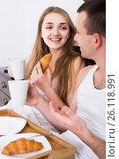 Купить «adults posing with coffee and pastry for breakfast», фото № 26118991, снято 27 июня 2019 г. (c) Яков Филимонов / Фотобанк Лори