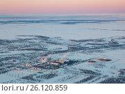 Предприятие газоперерабатывающей промышленности на севере западной Сибири, вид сверху, фото № 26120859, снято 8 апреля 2017 г. (c) Владимир Мельников / Фотобанк Лори