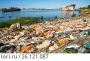 Купить «Contrast views of Montevideo port», фото № 26121087, снято 19 февраля 2017 г. (c) Яков Филимонов / Фотобанк Лори