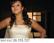 Купить «Окно в жизнь - молодая девушка, невеста, на фоне окна , в которое видно море и восход солнца», фото № 26155727, снято 19 марта 2019 г. (c) oleg savichev / Фотобанк Лори