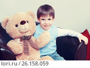 Купить «A little boy with a Teddy bear», фото № 26158059, снято 8 января 2017 г. (c) Сергей Колесников / Фотобанк Лори