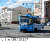 Купить «Трамвай №34 на дороге. Щербаковская улица. Район Соколиная гора. Москва», эксклюзивное фото № 26159867, снято 4 мая 2017 г. (c) lana1501 / Фотобанк Лори
