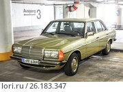 Купить «Mercedes-Benz W123 E-class», фото № 26183347, снято 16 августа 2014 г. (c) Art Konovalov / Фотобанк Лори