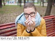 Купить «Молодая женщина с носовым платком на улице», фото № 26183671, снято 6 мая 2017 г. (c) Victoria Demidova / Фотобанк Лори