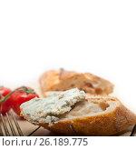 Купить «fresh blue cheese spread ove french baguette», фото № 26189775, снято 14 апреля 2017 г. (c) Francesco Perre / Фотобанк Лори