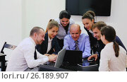 Купить «Team discussing business project during coffee break in office», видеоролик № 26189907, снято 28 ноября 2016 г. (c) Яков Филимонов / Фотобанк Лори