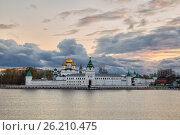 Купить «Свято-Троицкий Ипатьевский монастырь на закате, Кострома», фото № 26210475, снято 6 мая 2017 г. (c) Юлия Бабкина / Фотобанк Лори