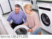 Купить «smiling mature couple chooses washing machine for their house in shop of household appliances», фото № 26211235, снято 27 марта 2019 г. (c) Яков Филимонов / Фотобанк Лори