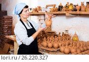 Купить «Mature master among the pottery at the workshop», фото № 26220327, снято 12 октября 2016 г. (c) Яков Филимонов / Фотобанк Лори