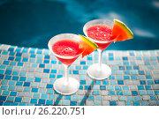 Купить «Glasses of watermelon cocktail near the pool», фото № 26220751, снято 17 июля 2016 г. (c) Дарья Петренко / Фотобанк Лори