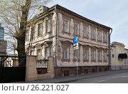 Купить «Москва, Большой Саввинский переулок, дом 8, строение 5», эксклюзивное фото № 26221027, снято 29 апреля 2017 г. (c) Dmitry29 / Фотобанк Лори