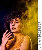 Купить «Golden powder cosmetics on bare woman shoulders with decorative», фото № 26228839, снято 23 марта 2017 г. (c) Gennadiy Poznyakov / Фотобанк Лори
