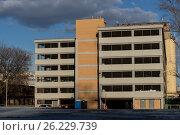 Современная многоуровневая автомобильная парковка. Стоковое фото, фотограф Малахов Алексей / Фотобанк Лори