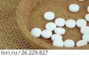 Купить «Mint tablets in a container», видеоролик № 26229827, снято 17 апреля 2017 г. (c) Потийко Сергей / Фотобанк Лори