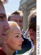 Купить «Алексей Навальный с супругой Юлией на проспекте Академика Сахарова принимают участие в митинге против сноса пятиэтажек в Москве, Россия», фото № 26264867, снято 14 мая 2017 г. (c) Николай Винокуров / Фотобанк Лори