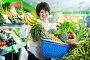 Adult female taking fruits and vegetables, фото № 26294503, снято 10 марта 2017 г. (c) Яков Филимонов / Фотобанк Лори