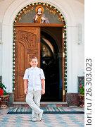 Купить «Portrait of little boy on white wear and bow tie on first holy communion background church gate», фото № 26303023, снято 22 июля 2018 г. (c) easy Fotostock / Фотобанк Лори
