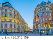 Купить «Никольская улица в сумерки», эксклюзивное фото № 26313159, снято 14 мая 2017 г. (c) Виктор Тараканов / Фотобанк Лори
