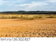 Вспаханное поле весной. Стоковое фото, фотограф Илья Бесхлебный / Фотобанк Лори