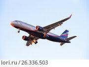 Купить «Самолёт Airbus A320 VP-BTI с выпущенными шасси летит в небе освещенный закатом», фото № 26336503, снято 13 мая 2017 г. (c) Максим Мицун / Фотобанк Лори